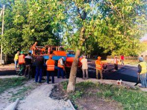 Lucrări de reparație a drumului str.M.Eminescu, or.Dondușeni în plină desfășurare.