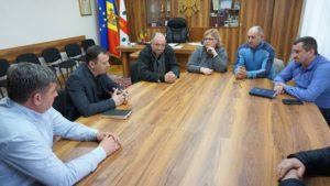 Ședința de lucru, la care a participat, Președintele Federației de fotbal din Moldova, Leonid Oleinicenco.